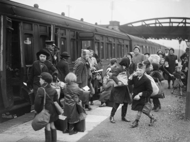 Evacuated children arriving at Brent Station, Devon, in 1940, Author: Ministry of Information Photo Division Photographer